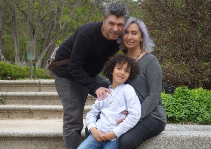 familia practicando la crianza positiva